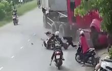 Bé gái 5 tuổi đang chơi trước nhà bị xe container húc tử vong, 4 người khác bị thương