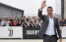 """Ronaldo lịch lãm, hô vang """"Juve, Juve"""" ngày kiểm tra y tế ở Turin"""