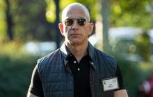 """Jeff Bezos cho Bill Gates """"hít khói"""" với tổng tài sản 150 tỷ USD, giàu nhất lịch sử thế giới đương đại"""