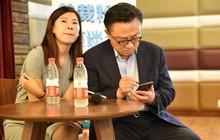 Lộ hàng Galaxy Note 9 ngay trên tay CEO Samsung ở nơi công cộng?
