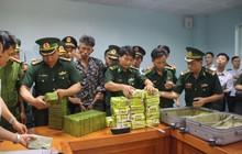 Nhân lúc mưa gió, 3 đối tượng vận chuyển 52 bánh heroin và 25kg ma tuý đá sang Việt Nam