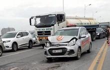 4 xe ô tô tông liên hoàn, cầu Vĩnh Tuy tắc dài hơn 3km
