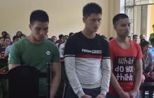 """Đâm chết bảo vệ trường vì ngăn mình """"tán gái"""", 3 nam thanh niên lãnh án 52 năm tù"""