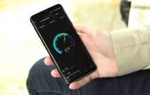 Hết cái so sánh, Samsung lôi cả tốc độ download trên mạng LTE của iPhone X ra để chê