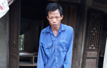 Cha tàn tật đội mưa bán tăm dạo, gom từng đồng chữa bệnh cho con trai bị tim bẩm sinh và teo phổi