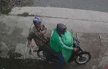 Hà Nội: Cư dân mạng truy tìm thanh niên mặc áo GrabBike chở bạn đi trộm chó nhiều lần