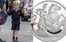 """2 ngày nữa mới đón sinh nhật 5 tuổi, nhưng Hoàng tử George đã có """"món quà"""" bất ngờ từ Nữ hoàng"""
