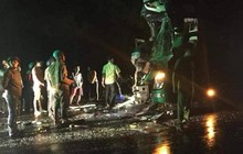 2 xe giường nằm nét bét sau cú va chạm kinh hoàng, 25 người bị thương