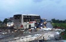 Xe khách giường nằm Hoàng Long bị lật vỡ nát ở Bình Thuận, 2 người chết 7 người bị thương