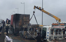 Xe khách 16 chỗ tông xe container rồi bốc cháy ngùn ngụt trên cao tốc Long Thành - Dầu Giây, 2 người tử vong