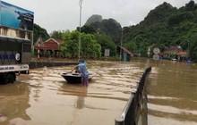 Quảng Ninh: Mưa lớn gây ngập úng cục bộ chia cắt QL 18A, nhiều phương tiện phải tạm dừng di chuyển