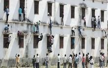 Gian lận thi cử kinh khủng ở Ấn Độ: Thành lập băng đảng mafia, trèo tường tòa nhà 5 tầng để ném phao thi