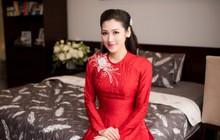 Cô dâu Tú Anh mặc áo dài đỏ, xinh đẹp rạng rỡ trước giờ tổ chức hôn lễ tại Hà Nội