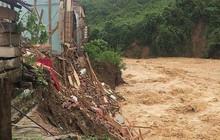 Xót xa cảnh trường học miền núi Nghệ An tan hoang vì mưa lũ