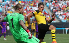Thủ môn Liverpool lại mắc sai lầm ngớ ngẩn, nhưng lần này Casillas lên tiếng bảo vệ