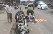 Người thân gào khóc, ôm chặt thi thể cô gái tử vong trên quốc lộ 1 sau va chạm với xe tải