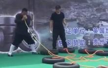 Trung Quốc: Võ sư lập kỷ lục Guinness nhờ dùng mũi thổi căng cùng lúc 12 săm ô tô