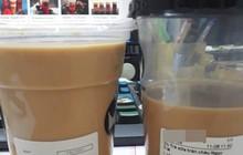 Mua trà sữa không đá cùng 1 thương hiệu, cô gái nhận được 1 cốc đầy ắp, 1 cốc vơi như uống dở, dân mạng cãi nhau chí chóe