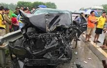 Xe khách giường nằm mất lái, tông nát đầu ô tô 4 chỗ, 5 người nhập viện cấp cứu
