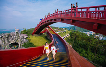 Sau cầu Vàng, giới trẻ lại rộn ràng check-in cầu Koi ở Sun World Hạ Long