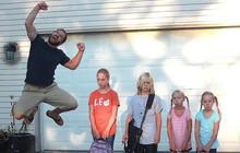 """#BackToSchool: 1001 biểu cảm hài hước của bố mẹ khi """"tống khứ"""" được lũ trẻ đến trường sau 3 tháng hè"""