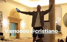 Ronaldo đứng trên ghế, trổ tài ca hát trước mặt đồng đội mới ở Juventus