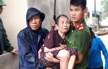 Nghệ An: Hàng trăm cán bộ chiến sỹ huyện miền núi trắng đêm sơ tán dân khỏi vùng ngập lụt