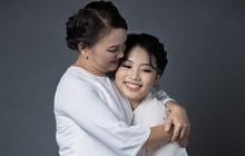 Tạm rời ba nuôi Quang Lê, Phương Mỹ Chi tự đầu tư quay MV mới tặng mẹ trong mùa Vu Lan báo hiếu
