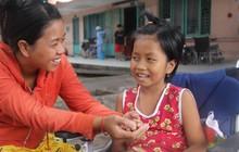 Phép màu đến với bé gái 8 tuổi bị xe tông liệt nửa người mà mẹ nghèo không có tiền cứu chữa