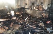 Xưởng mộc ở Đà Nẵng bị cháy rụi lúc nửa đêm, cả khu phố náo loạn