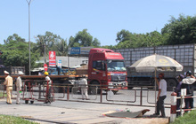 Đi chợ bằng xe đạp, người phụ nữ chết thảm dưới bánh xe container