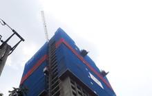 Hà Nội: Đứt cáp cẩu tháp công trình cao ốc 39 tầng, vật liệu xây dựng rơi từ độ cao hàng chục mét làm đổ sập nhà điều hành