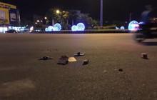 Cô gái hoảng sợ cầu cứu khi bạn trai bị đánh vì liếc nhìn 2 thanh niên chạy xe lạng lách trên đường