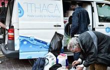 Máy giặt miễn phí cho người vô gia cư ở Hy Lạp