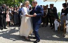"""Ảnh: Tổng thống Putin nhảy với cô dâu trong """"đám cưới bạn thân"""" ở Áo"""
