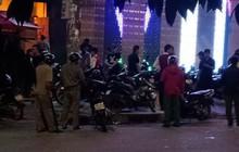 Hai nhóm thanh niên xách hung khí đánh nhau như phim hành động tại quán bar ở Sài Gòn