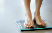 Ngoài ăn uống vô tội vạ, bạn còn có thể bị tăng cân không kiểm soát vì những lý do khó ngờ sau