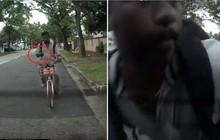 Anh thanh niên Singapore đập mặt vào kính chắn gió vì mải chơi smartphone