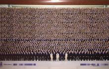 Bức ảnh tập thể công ty khiến cư dân mạng phải lấy kính lúp ra để nhìn mặt mọi người
