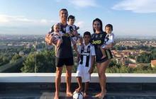 Ronaldo khoe ảnh gia đình đáng yêu trong đồng phục Juventus