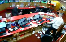 Video: Cụ ông 85 tuổi tay không đánh đuổi nhóm cướp có vũ trang