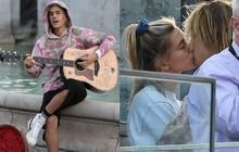 Còn gì lãng mạn hơn: Justin Bieber ngồi giữa phố London gảy đàn hát tặng Hailey Baldwin trước mắt nhiều người