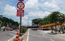 Cần cẩu nặng hàng chục tấn đổ sập, chắn ngang đường nội đô Sài Gòn, nhiều người thót tim