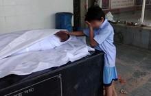 Ấn Độ: Hình ảnh bé trai khóc nức nở bên thi thể bố lan truyền mạnh, cộng đồng hảo tâm quyên góp hơn 10 tỷ đồng chỉ trong 1 ngày