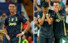 Ronaldo vừa đi vừa khóc tức tưởi vì bị trọng tài đuổi khỏi sân