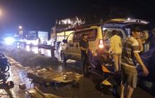 Tông vào xe tải đang lùi, tài xế xe máy tự chế chết thảm, giao thông ùn ứ hơn 2km ở Sài Gòn