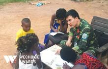 """Câu chuyện đẹp về người sĩ quan Việt dạy học trên đất Trung Phi: """"Nhìn các con bò ra ghế học chữ trong trời tối, tôi thương lắm"""""""