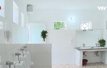 Nhà vệ sinh xịn như khách sạn 5 sao của học sinh Quảng Ninh: Bên ngoài là giàn hoa ngát hương, bước vào trong nhạc du dương tự động bật