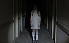 """""""Hide in the Light"""": Câu chuyện bi hài về con ác quỷ đáng thương nhất thế gian"""