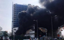 Trung tâm thương mại cao nhất thành phố Yên Bái bốc cháy, khói đen cao hàng chục mét
